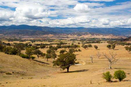 montañas nevadas: Escena rural australiana cerca de Snowy Mountains
