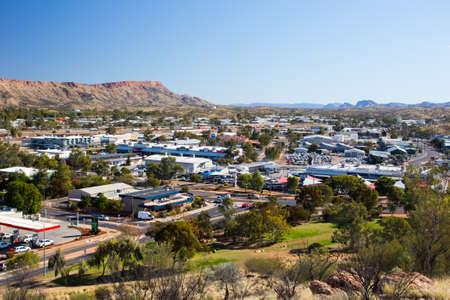 Uitzicht vanaf Anzac Hill op dag een mooie winterdag in Alice Springs, Northern Territory, Australië
