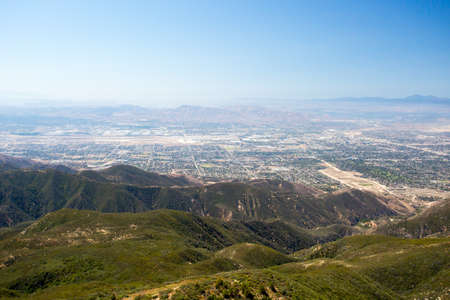 bernardino: The view over San Bernardino from Hwy 18 on a clear, hot summers day in Los Angeles, California, USA