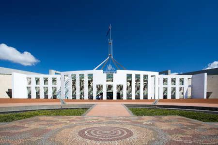 De overweldigende architectuur van het Parlement van Australië in Canberra, Australisch Hoofdstedelijk Grondgebied, Australië Stockfoto