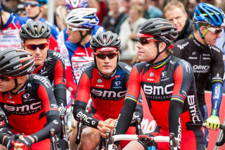 evans: MELBOURNE, AUSTRALIA - FEBRUARY 1: Cadel Evans and team mates on the start line at the inaugral Cadel Evans Great Ocean Road Race