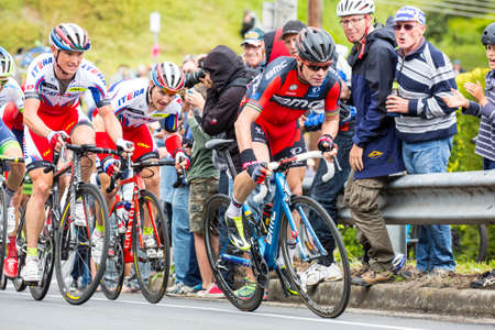 evans: MELBOURNE, AUSTRALIA - FEBRUARY 1: Cadel Evans and the peloton struggle up a hill in the inaugral Cadel Evans Great Ocean Road Race