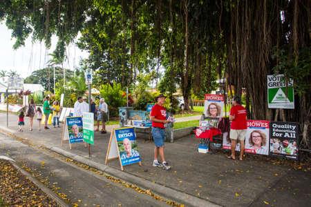 encuestando: Melbourne, Australia - 2 de julio de, 2016: Un centro de votaci�n en la localidad rural de Mossman en Queensland, Australia, el d�a de la elecci�n federal.