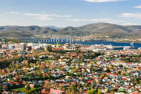 Uitzicht over Hobart naar de Derwent River in Hobart, Tasmanië, Australië