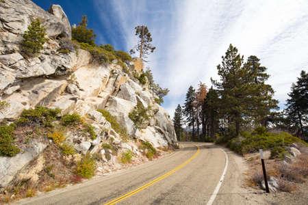 thru: Generals Hwy thru Sequoia National Park in California, USA Stock Photo