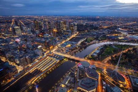 Vue aérienne de Melbourne la nuit