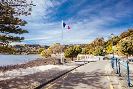 Akaroa Waterfront and Beach Rd in New Zealand Imagens