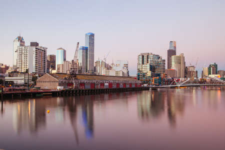 Melbourne skyline from South Wharf up the Yarra River at dusk in Melbourne, Victoria, Australia Stock fotó