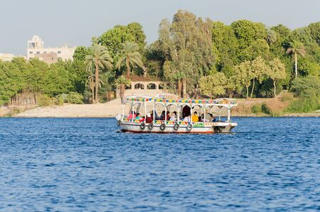 Luxor, Egypt - January 16, 2020 : Motor boat with tourists on the Nile River in Egypt Redactioneel