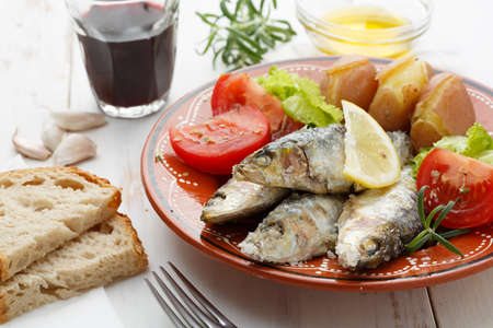 sardine: sardine portoghesi cotta con sale marino
