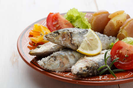 sardine: piatto di sardine portoghesi Archivio Fotografico