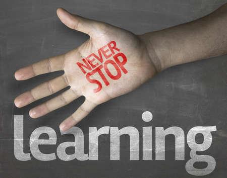 """Creative composition avec le message """"Ne jamais Stop Learning"""" Banque d'images"""