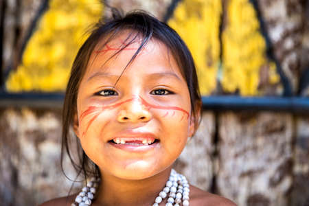 indian woman traditional: Cute Brazilian indian girl in Amazon, Brazil