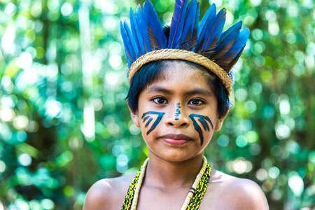 tribu: Native Brazilian boy at an indigenous tribe in the Amazon