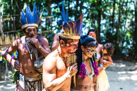 ritual de la tribu india en Amazonas, Brasil