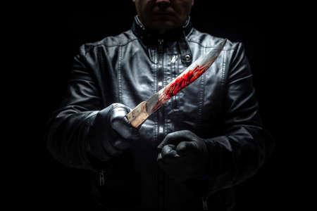 Serienmörder-Maniac mit Messer und schwarzen Handschuhen / Killerwerkzeugen Standard-Bild