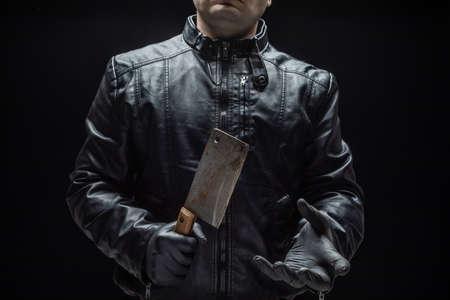Serienmörder-Maniac mit Fleischschneider und schwarzen Handschuhen