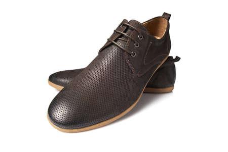 411ae92aa1  21448358 - El estudio tiró de hombre zapatos marrones sobre fondo blanco