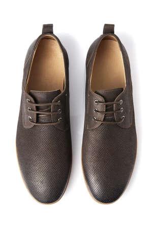 b5230755a9  21448364 - El estudio tiró de hombre zapatos marrones sobre fondo blanco
