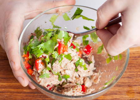 Chopped avocado, canned tuna, red bell pepper, parsley, lime juice. Preparation of stuffed avocado appetizers