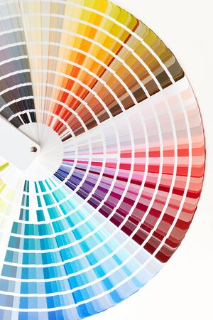 Nahaufnahme des Farbmusterbuches. Verschiedene Farben malen Musterkatalog.