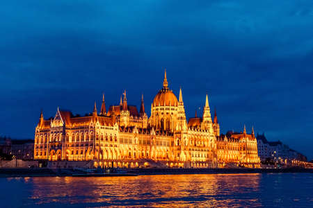 Night view on the Parliament Building in Budapest 스톡 콘텐츠