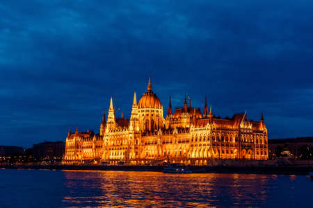 Budapest Parliament in Hungary at night on the Danube river 스톡 콘텐츠