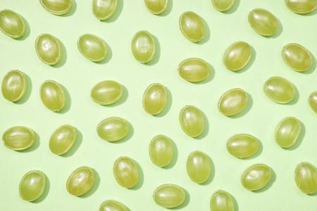 paletas de caramelo: Verde dulces minimalismo establecido en fondo de colores pastel Foto de archivo