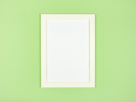 Flat lay pastel colored textured minimalist background with empty picture frame mockup Foto de archivo - 117435908
