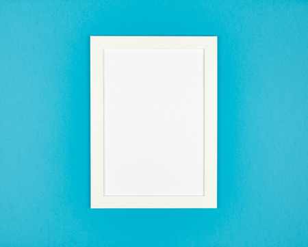 Abstract blank picture frame flat lay on textured pastel colored paper background. Minimalist picture frame mockup Foto de archivo - 117435910