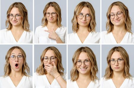 Collage van mooie vrouw met verschillende gezichtsuitdrukkingen en gebaren geïsoleerd op een grijze achtergrond. Set van meerdere afbeeldingen Stockfoto