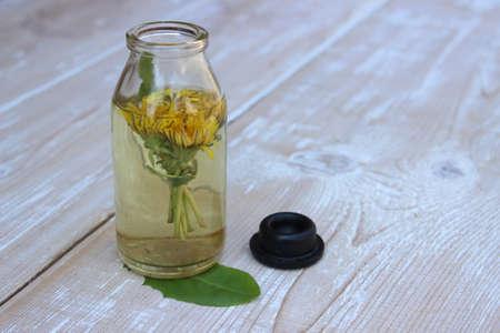 Tincture of dandelion flowers