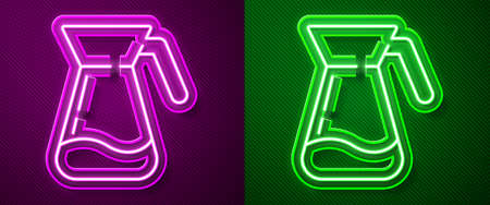 Glowing neon line Jug glass with water icon isolated on purple and green background. Kettle for water. Glass decanter with drinking water. Vector Illustration Çizim