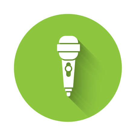 White Microphone icon isolated with long shadow. On air radio mic microphone. Speaker sign. Green circle button. Vector Illustration Иллюстрация