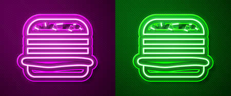 Glowing neon line Burger icon isolated on purple and green background. Hamburger icon. Cheeseburger sandwich sign. Fast food menu. Vector Illustration Stock Illustratie