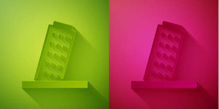 Paper cut Leaning Tower in Pisa icon isolated on green and pink background. Italy symbol. Paper art style. Vector 免版税图像 - 152798951