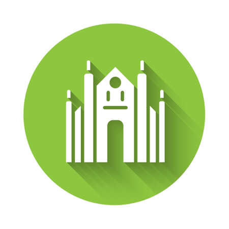 White Milan Cathedral or Duomo di Milano icon isolated with long shadow. Famous landmark of Milan, Italy. Green circle button. Vector 矢量图像