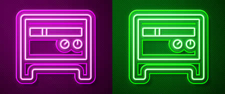 Glowing neon line Guitar amplifier icon isolated on purple and green background. Musical instrument. Vector Vectores