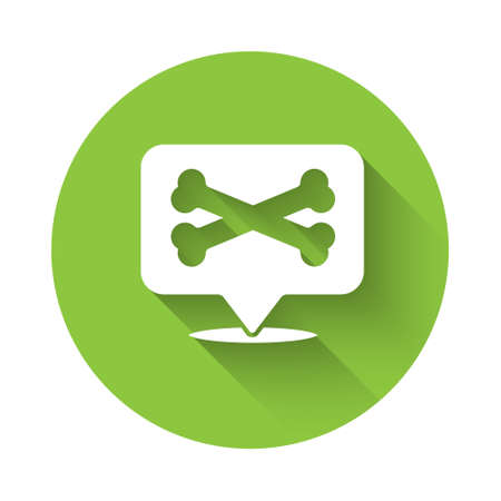White Location pirate icon isolated with long shadow. Green circle button. Vector 向量圖像