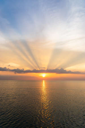 The sun is falling in the sea Imagens