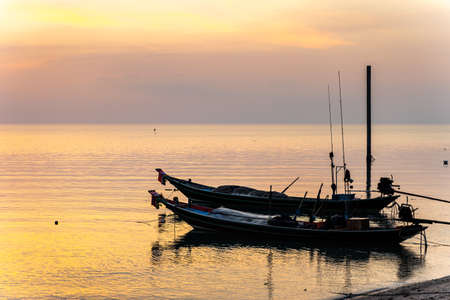 Sunset And boats in the sea Imagens