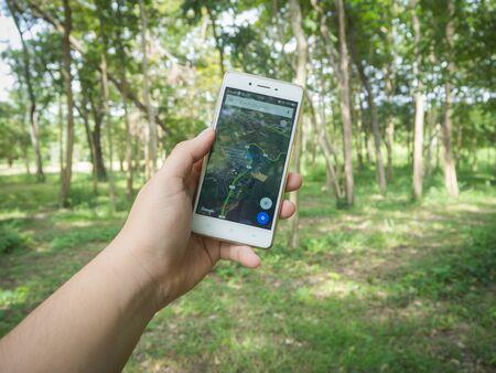 logo samsung: CHONBURI, THAILAND - 12 Tháng tám năm 2016: Ứng dụng Google Maps trên Oppo F1