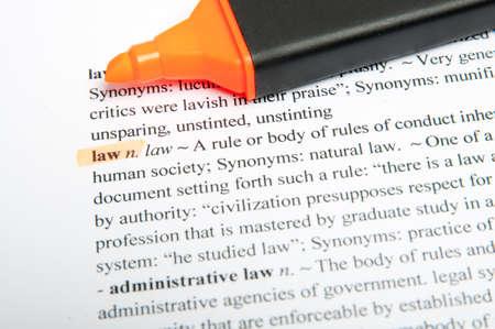 administrative: Traducci�n de los derecho de palabra en el diccionario con marcador de resaltado Foto de archivo