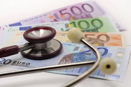 Stetoscopio e in euro Archivio Fotografico