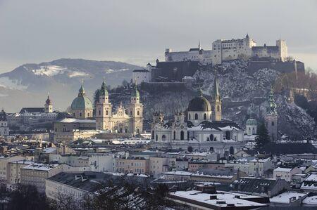 stad salzburg in Oostenrijk op winter Stockfoto