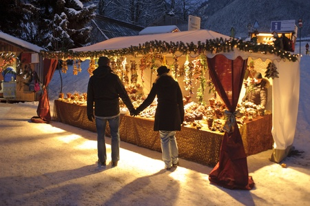 ETTAL, BAVARIA, GERMANY - DECEMBER 4: The traditional annual christmas market with illuminated shops at night in famous 700 years old benedictine abbey Ettal, nearby city Oberammergau and Garmisch, December 4, 2010 in Ettal, Germany Publikacyjne