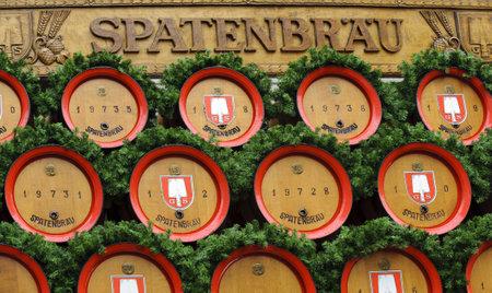 Monaco, Germania - 18 settembre: sfilata di apertura al pubblico dei pi� grandi festival della birra Oktoberfest mondo popolare a Monaco di Baviera con 9000 artisti e trasporto di birra birreria, al 18 settembre 2011 a Monaco di Baviera, Germania