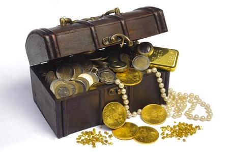 cofre del tesoro: Cofre del Tesoro con el dinero del euro y el oro