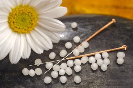 medicina alternativa con l'omeopatia, l'agopuntura e globuli Archivio Fotografico
