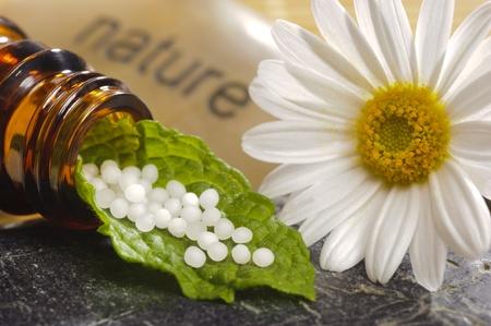 homeopatia: medicina alternativa con la homeopat�a y los gl�bulos Foto de archivo